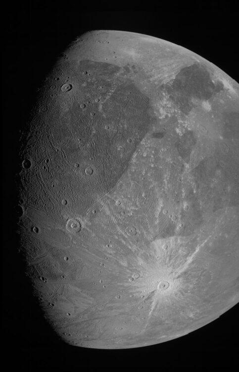 eerste Juno-opnamen Jupitermaan Ganymedes